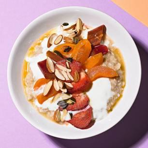 Porridge mit Aprikosen-Rhabarber