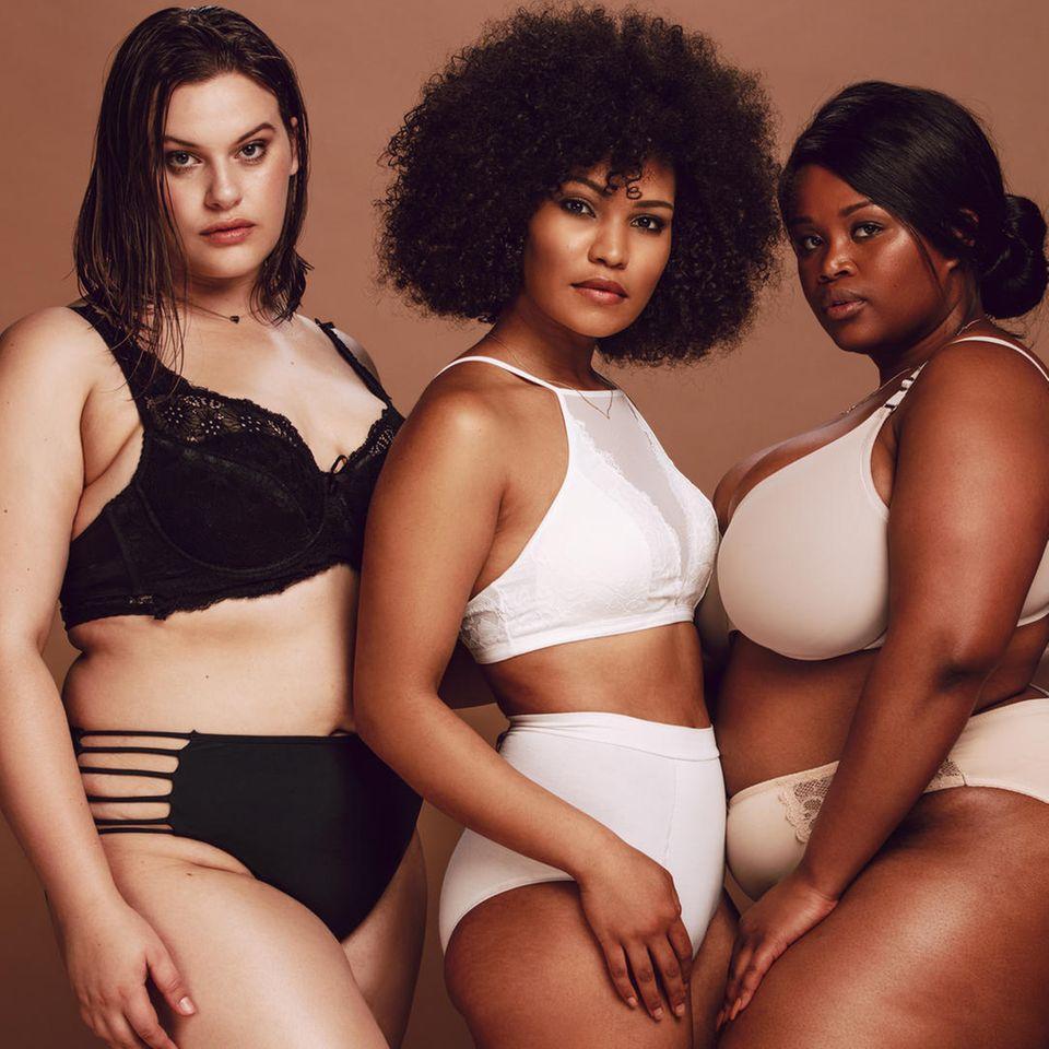 Plis Size Dessous: Drei Frauen in Unterwäsche