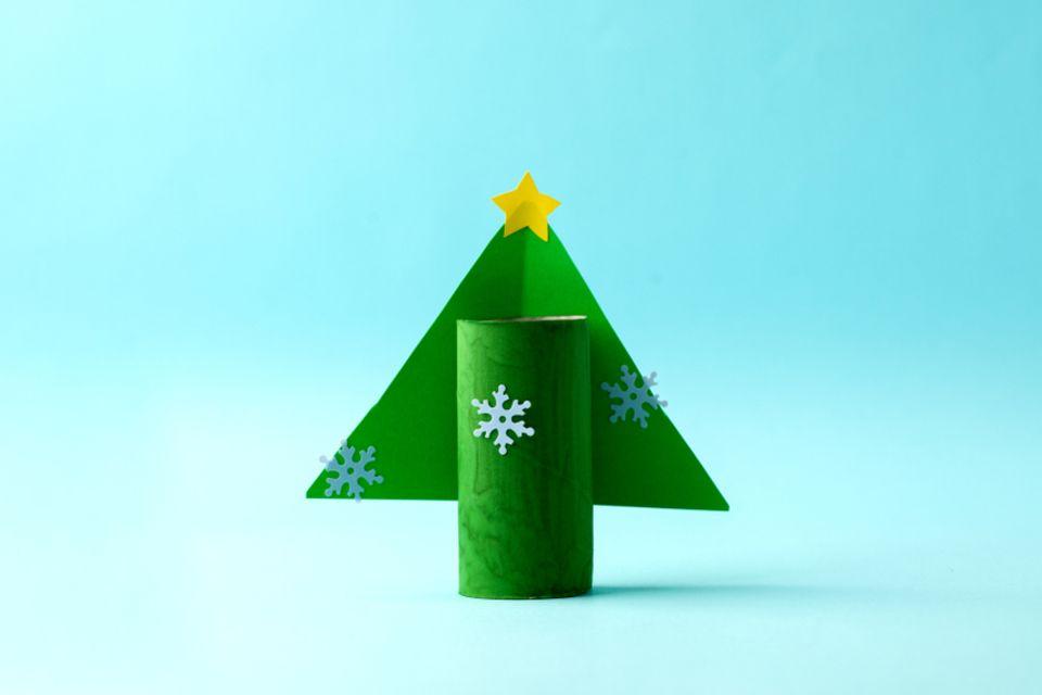Basteln mit Klorollen: Tannenbaum aus Klorolle