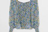 Weich fallende Bluse mit eckigem Ausschnitt und betonten Schultern. Von Violeta by Mango, um 50 Euro.