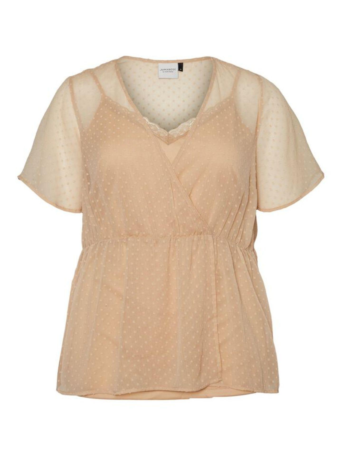 Süße Bluse aus transparentem Stoff in Wickeloptik. Von Vero Moda Curve, um 45 Euro.