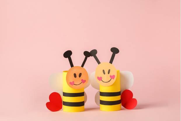Basteln mit Klorollen: Gebastelte Bienen