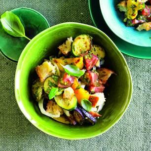 Brotsalat mit Ratatouille-Gemüse