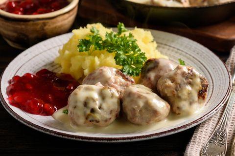 Köttbullar mit Stampfkartoffeln