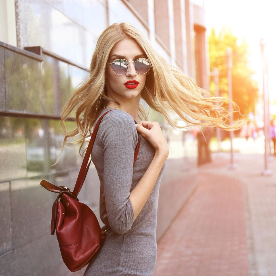 Ghost Layers: Frau mit stufigem Haar