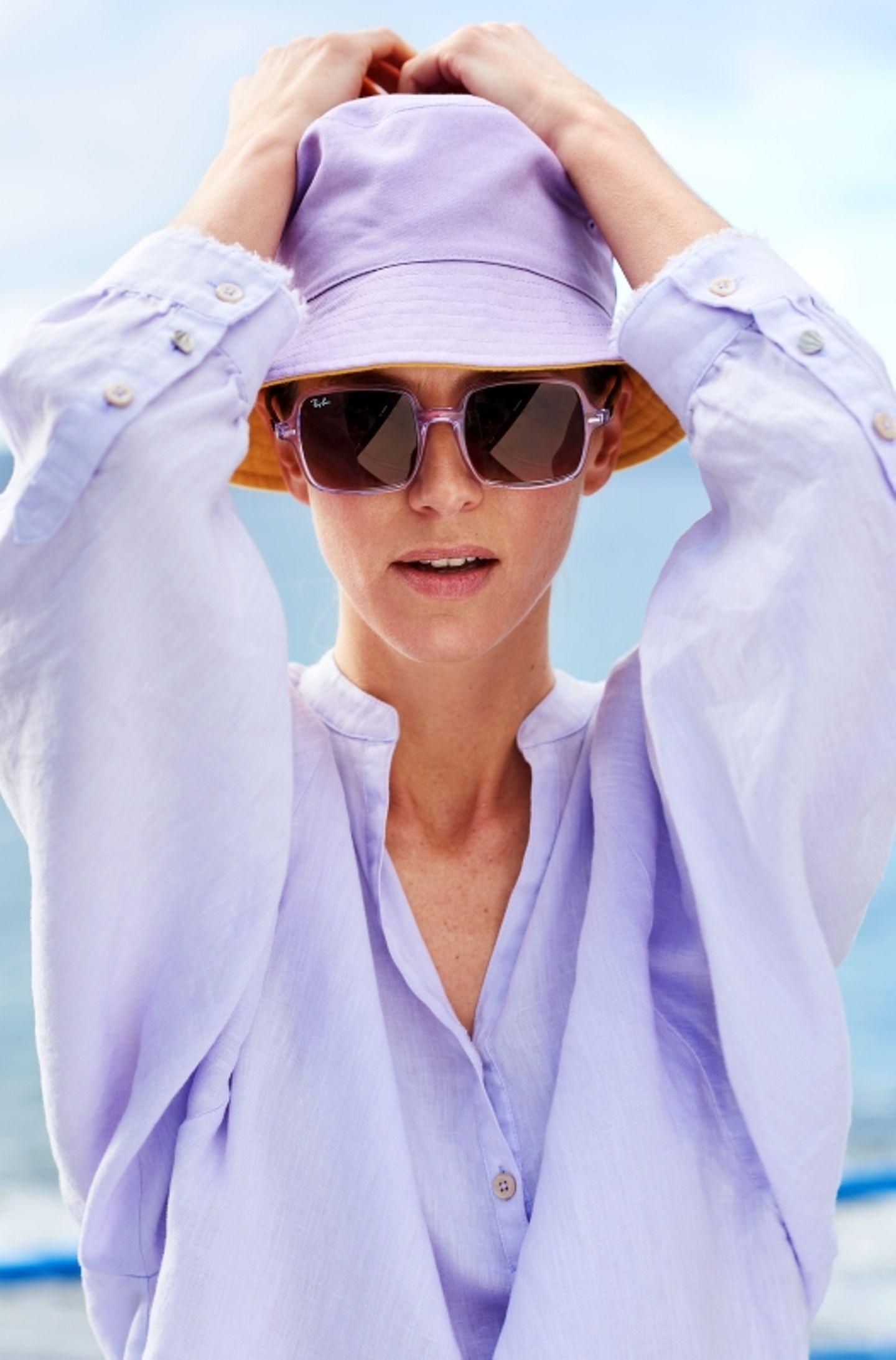 Pastelltöne: Hut zu lila Leinenbluse