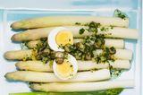 Dicke Spargelstangen mit Sellerie-Pesto und Ei