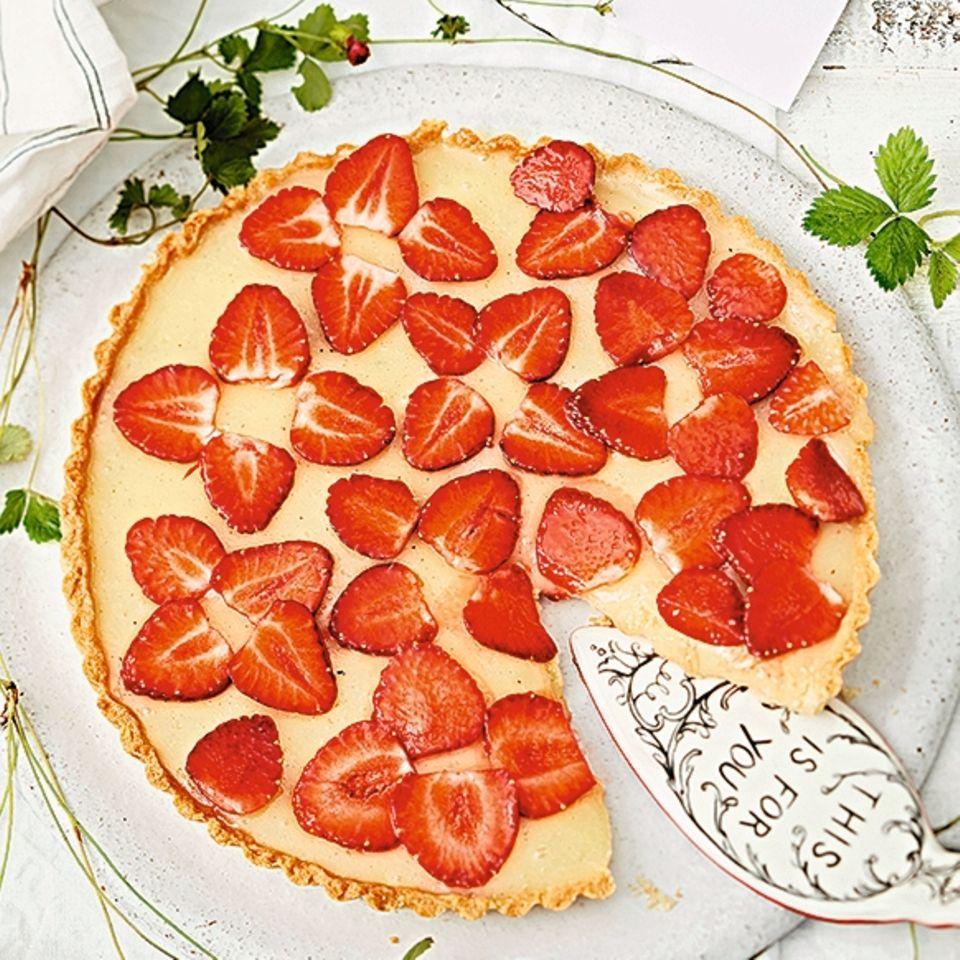 Zitronentarte mit Erdbeeren