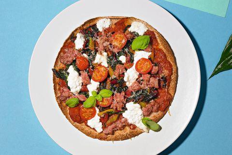 Tortilla-Pizzen mit Mangold und Salsiccia