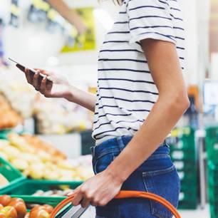 Rewe-Aktion: Frau beim Einkaufen