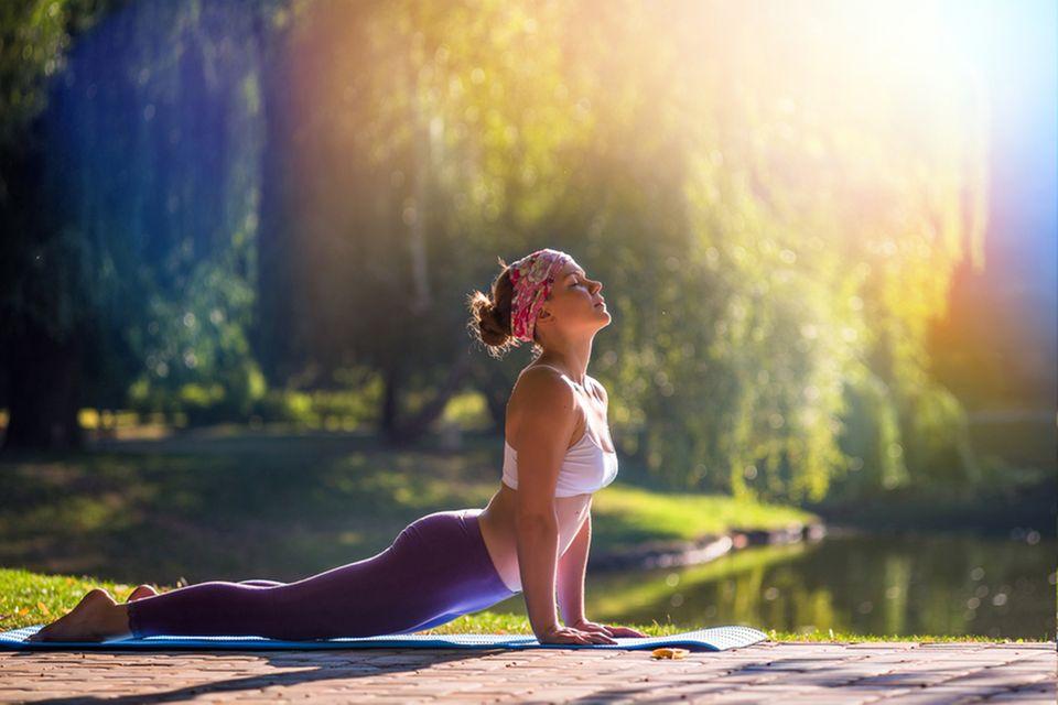 Beauty Yoga: Frau beim Yoga