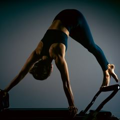 Yoga und Pilates: Frau bei Pilates