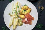 Spargel mit Kartoffeln und zerlassener Butter