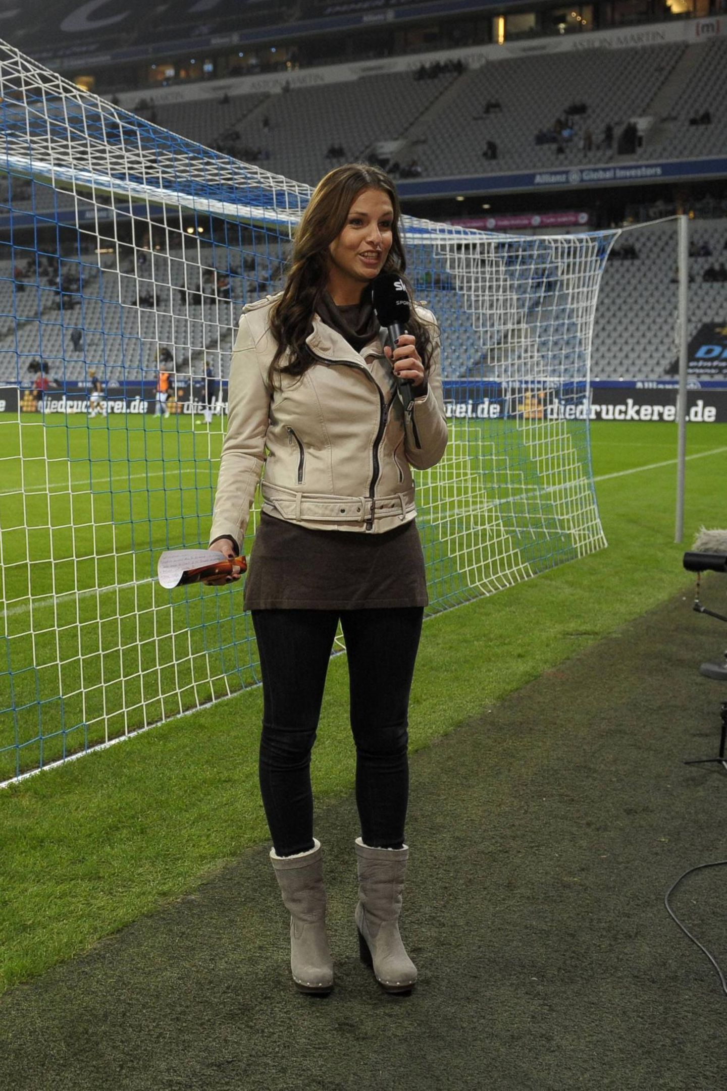 Laura Wontorra: im Stadion