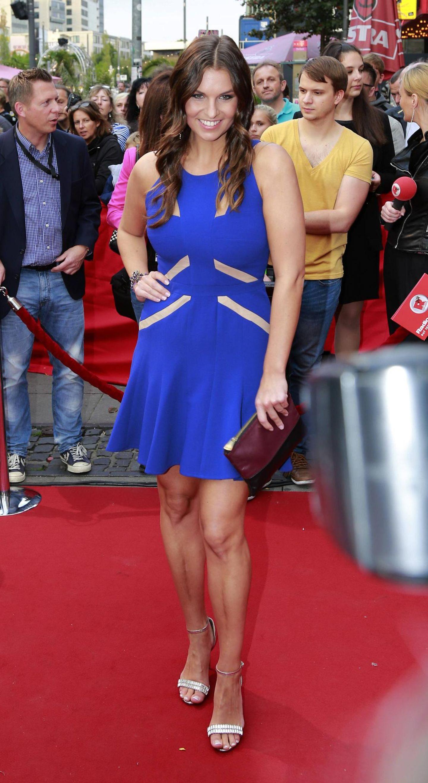 Laura Wontorra: im blauen Kleid