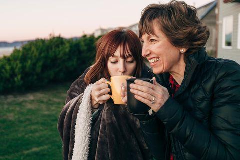 Zum Muttertag: Eine Mutter mit ihrer Tochter