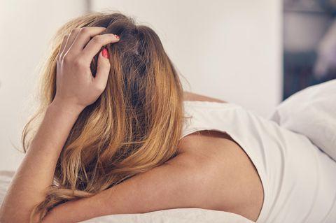 Whisper: Eine frustrierte Frau im Bett
