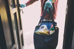 Corona aktuell: Lebensmittel in Tasche