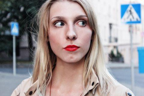 Alltagsmacken: blonde Frau