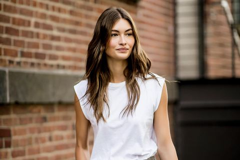 Padded Shoulder Shirt: Frau auf der New York Fashion Week