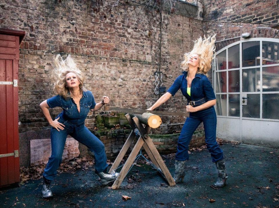 Wollen sie was machen lassen?Barbara und Sonja Dance