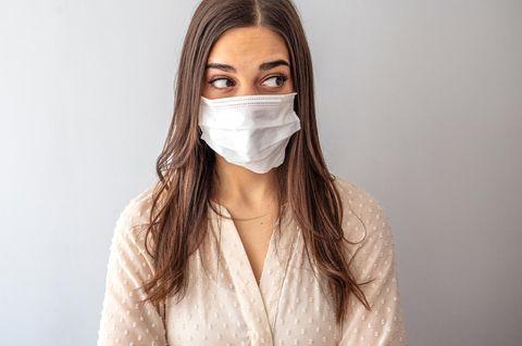 Maskenpflicht: Eine Frau mit Mundschutz