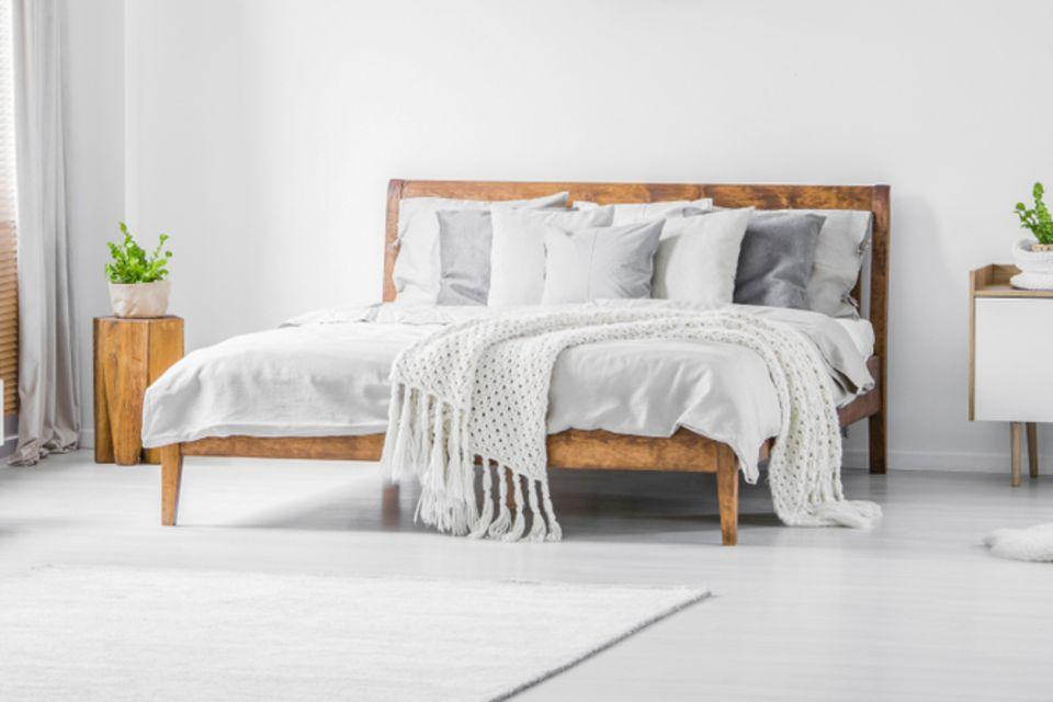 Feng Shui im Schlafzimmer: Helles Schlafzimmer mit Bett