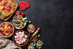 Vegane Süßigkeiten auf einem Tisch