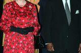 Queen Elizabeth II.: im roten Kleid