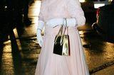 Queen Elizabeth II.: im pfirsichfarbenen Kleid