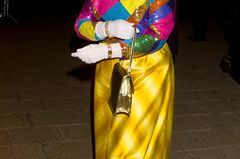 Queen Elizabeth II.: im bunten Outfit