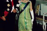 Queen Elizabeth II.: im Glitzerkleid