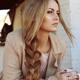 Flechtfrisuren lange Haare: Seitlicher Zopf