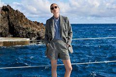 Hosenanzüge: Doppelreihiger Blazer und Shorts