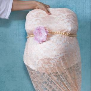 Gipsabdruck vom Babybauch: Abdruck mit Stoff überzogen