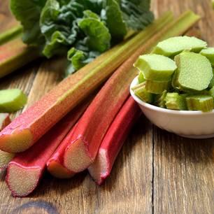 Lecker und gesund: 5 Gründe, mal wieder Rhabarber zu essen