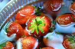 Erdbeeren waschen