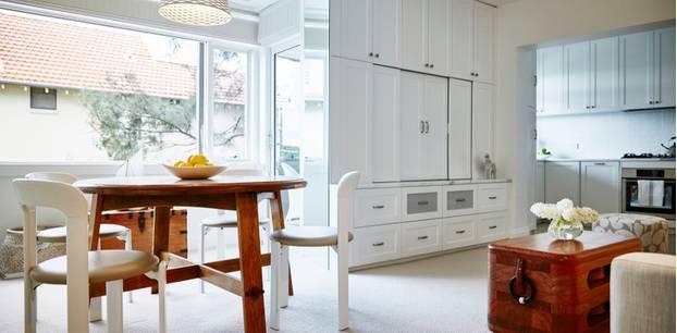 Fernseher verstecken: Wohnzimmer mit Essecke