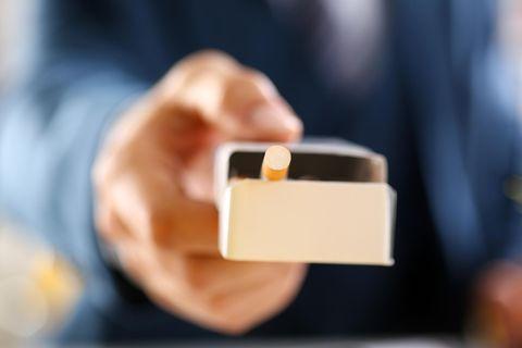 Innerer Konflikt: Zigarettenpackung