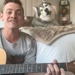 Singender Hund macht gute Laune
