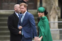 Prinz Harry + Herzogin Meghan: Haben sie Freunde auf eine Enthüllungs-Biografin angesetzt?