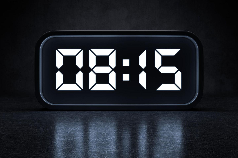 0815: Wecker mit Uhrzeit