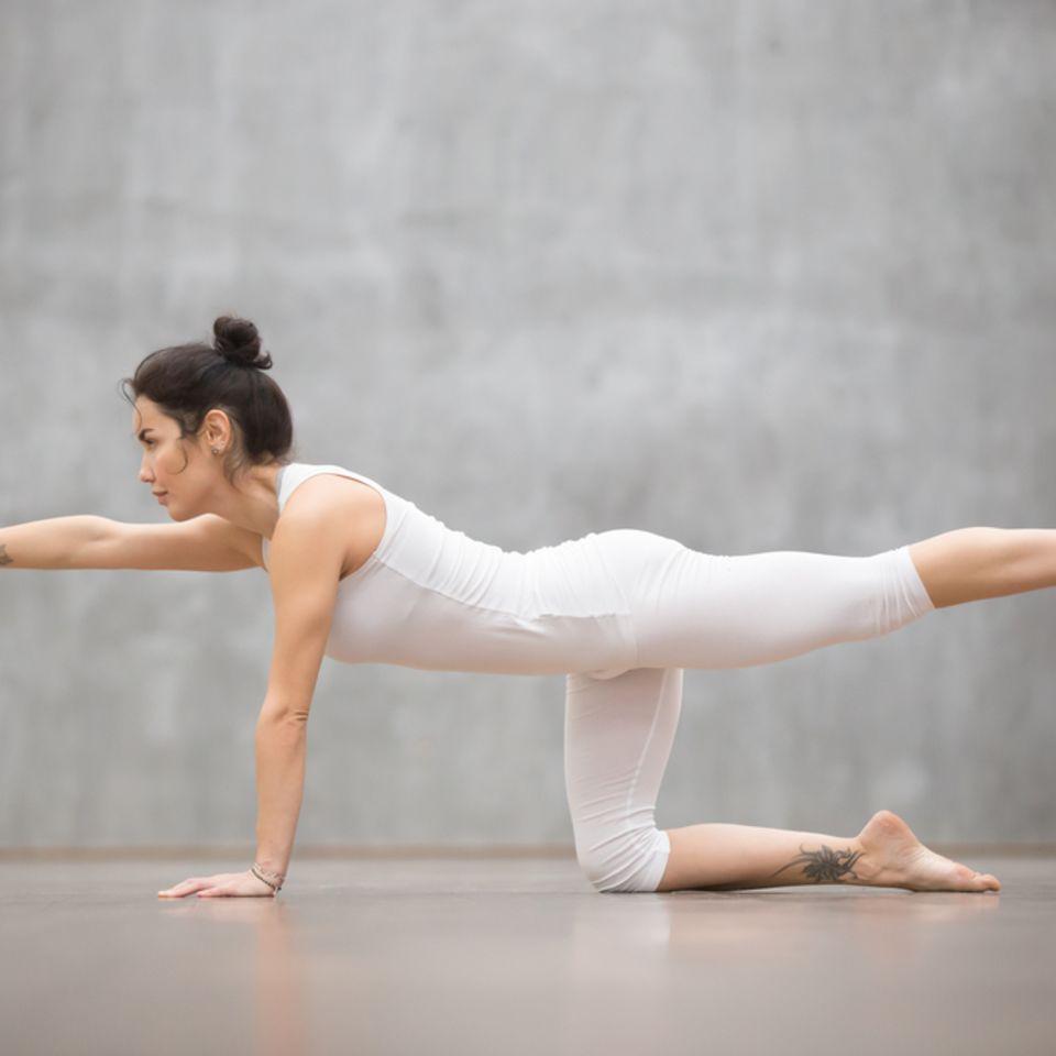 Pilates: Frau beim Pilates
