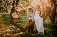 Hochzeit zu zweit: Hochzeitspaar im Wald