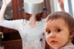 Leben mit Kindern: Mutter mit Kleinkind