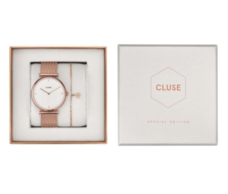 Warum sich nicht mal wieder selbst beschenken? Cluse versüßt uns den Juni mitneuen Geschenkboxen und einer Auswahl an coolen neuen Styles. Unser Favorit: Diese Uhr im Roségold-Look mit passendem Armband. Um 130 Euro.