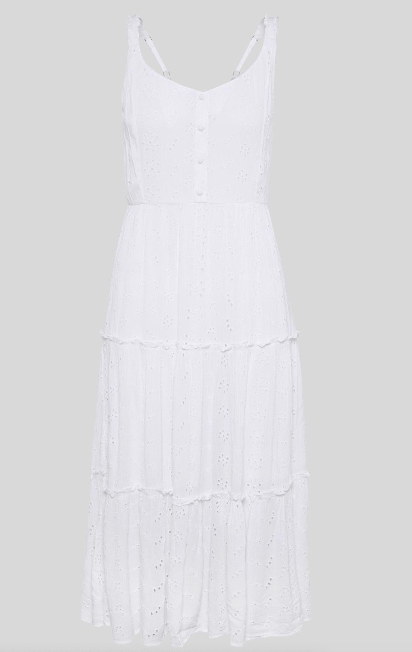 Weiße Kleider gehören im Sommer ebenso in den Kleiderschrank wie süße Bikinis oder luftige Blusen. Dieses Traumteil hier kommt mit cooler Lochspitze und süßen Knöpfen daher. Und das Beste: Es ist ein nachhaltig produzierter Style. Von C&A, um 30 Euro.