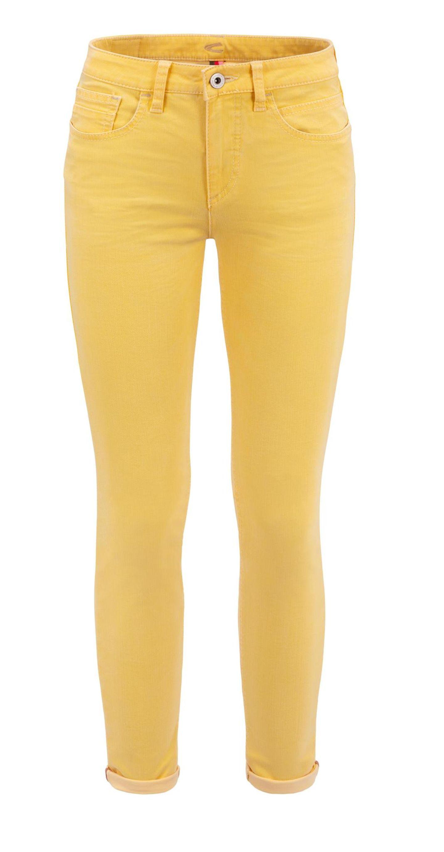 .... mache eine Jeans daraus! So oder so ähnlich könnte das Motto für diesen Sommer-Liebling lauten. Die schmal geschnittene Hose kommt mit einem coolen Leinenshirt jetzt jedenfalls ganz groß raus. Von camel active, um 90 Euro.