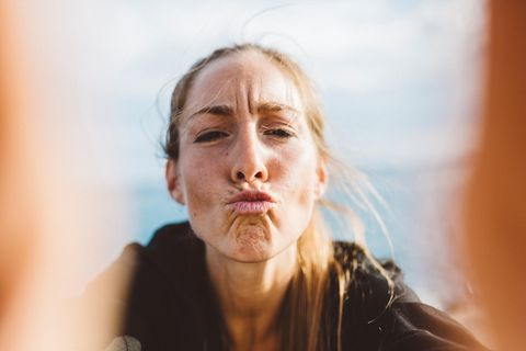 Küssen: Frau macht Kussmund