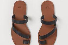 Flache Sommerschuhe: Sandalen mit Zehring